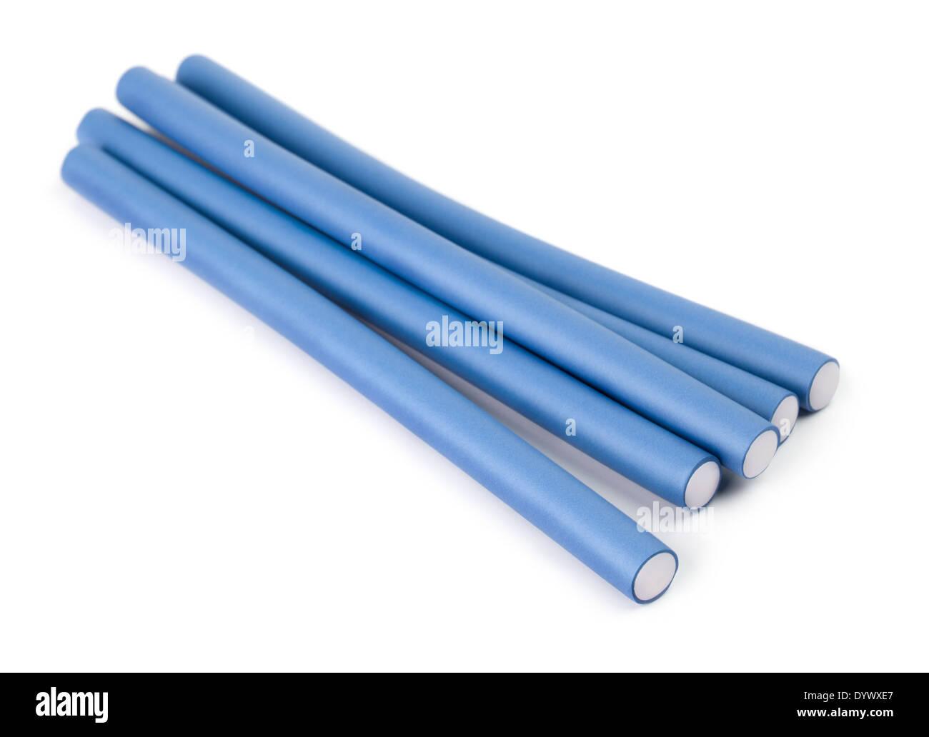 Rizadores de pelo azul sobre un fondo blanco. Imagen De Stock