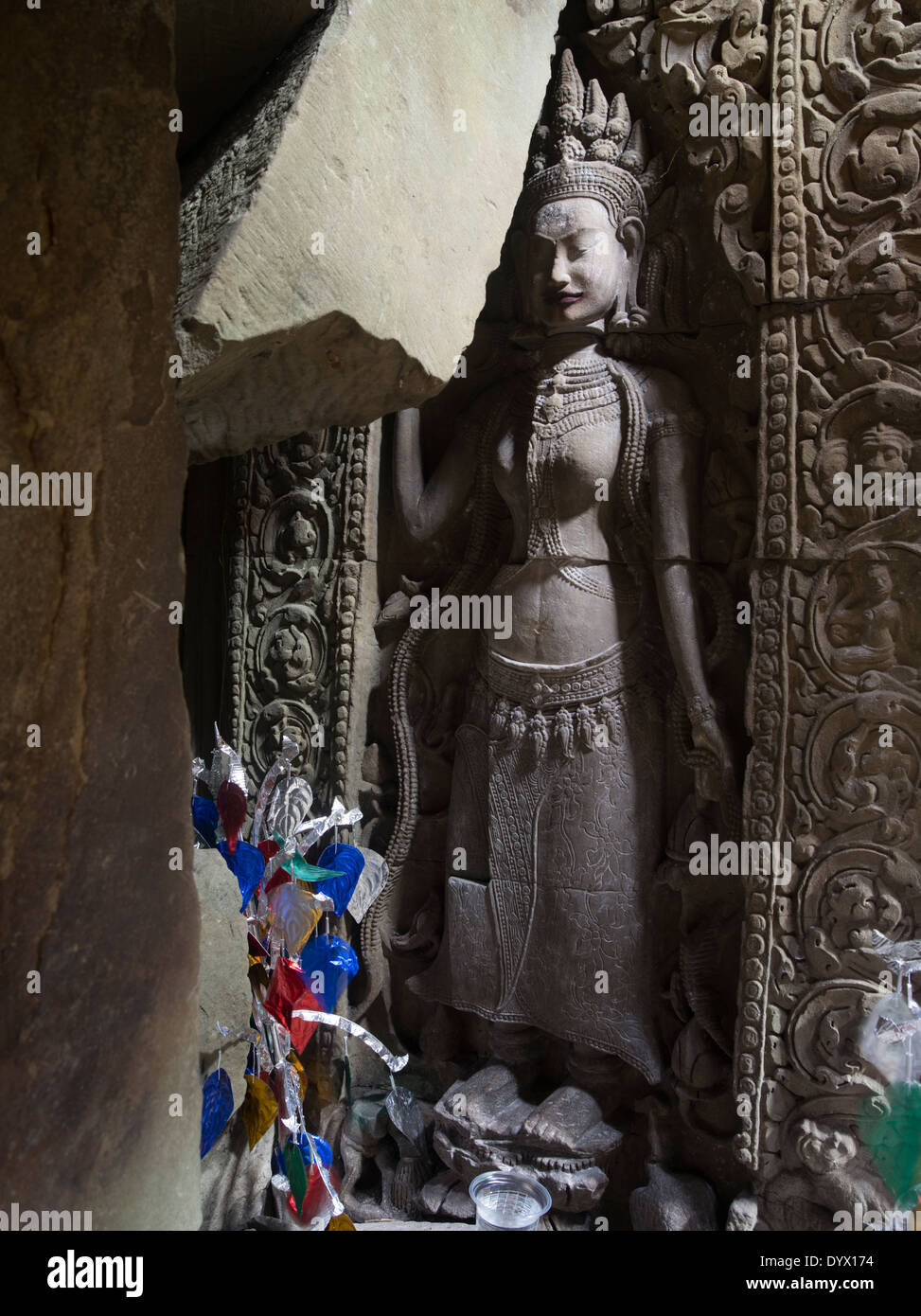 Bajorrelieve tallas de piedra arenisca de Apsara en templo de Preah Khan, Siem Reap, Camboya Imagen De Stock
