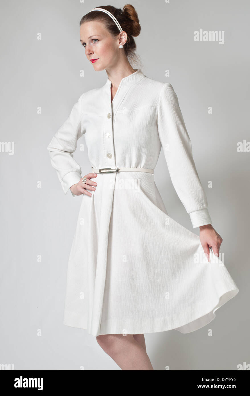 79995ecb1 Hermosa Mujer Vestida Con Ropa Vintage Imágenes De Stock & Hermosa ...