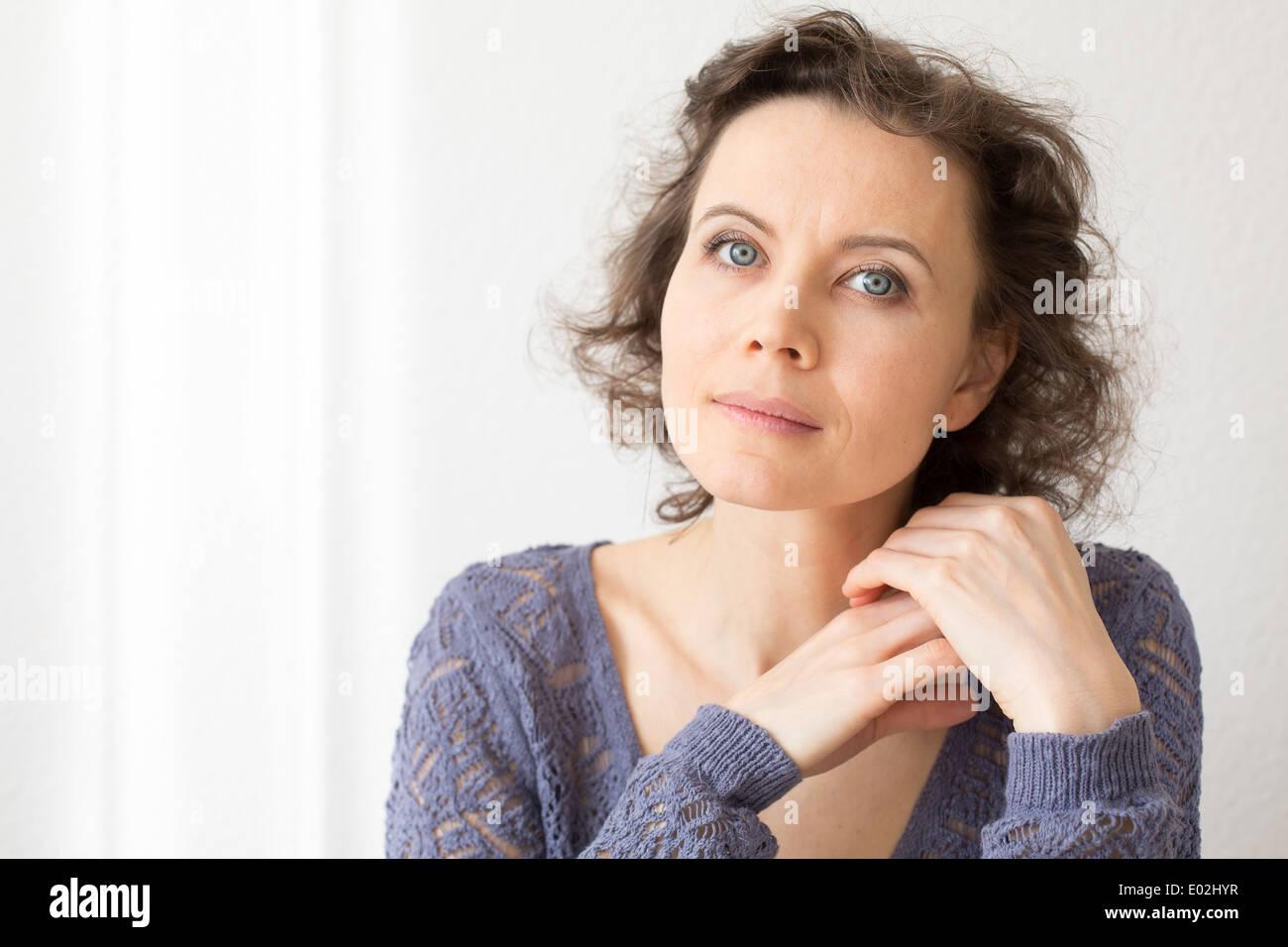 Close-up retrato natural de mujer 30-40 años Imagen De Stock