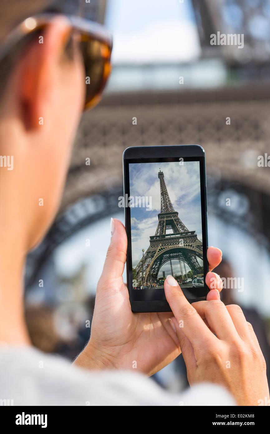 Teléfono inteligente hembra phtography viajar Francia Imagen De Stock