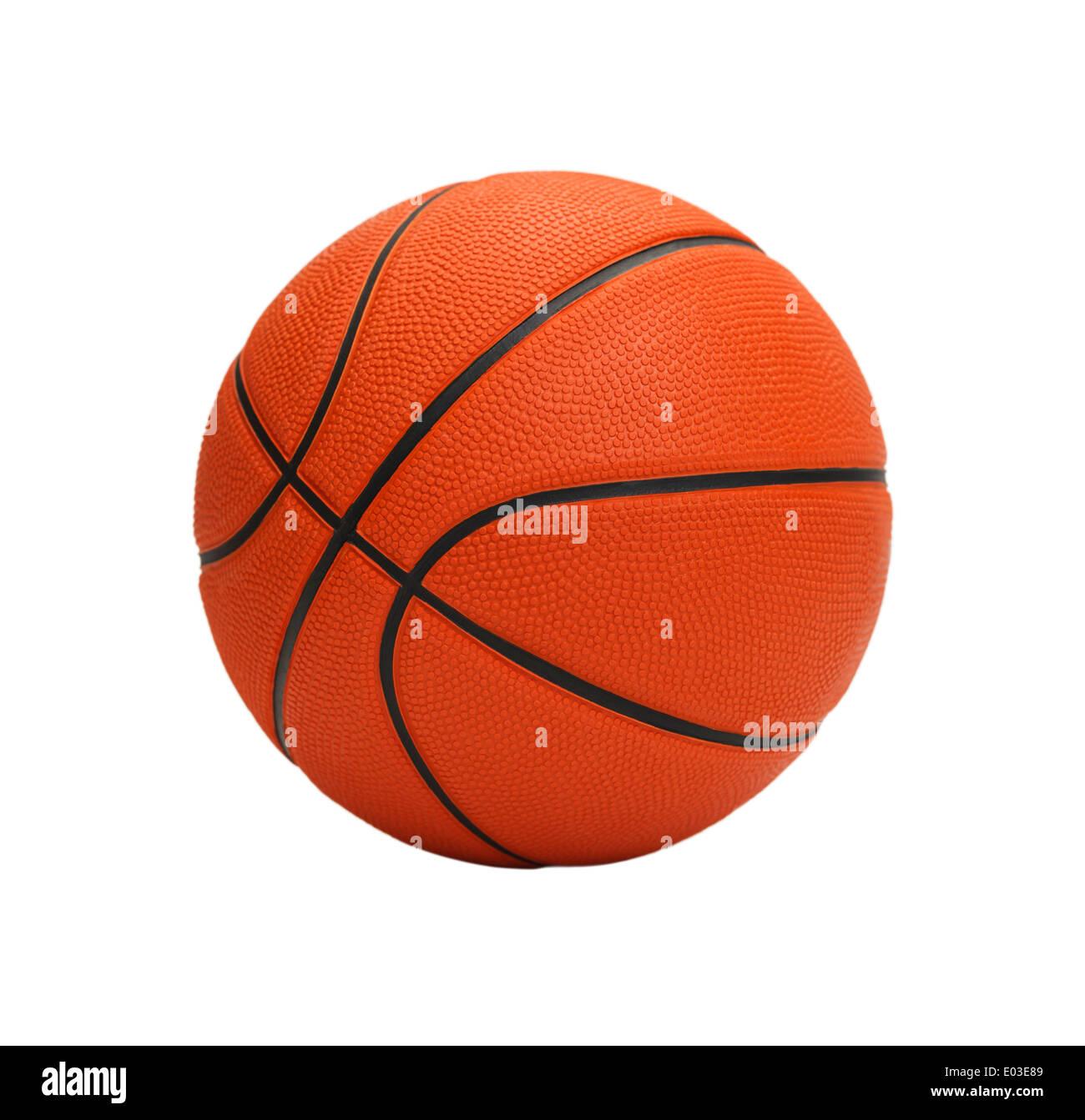 Baloncesto naranja aislado sobre fondo blanco. Foto de stock