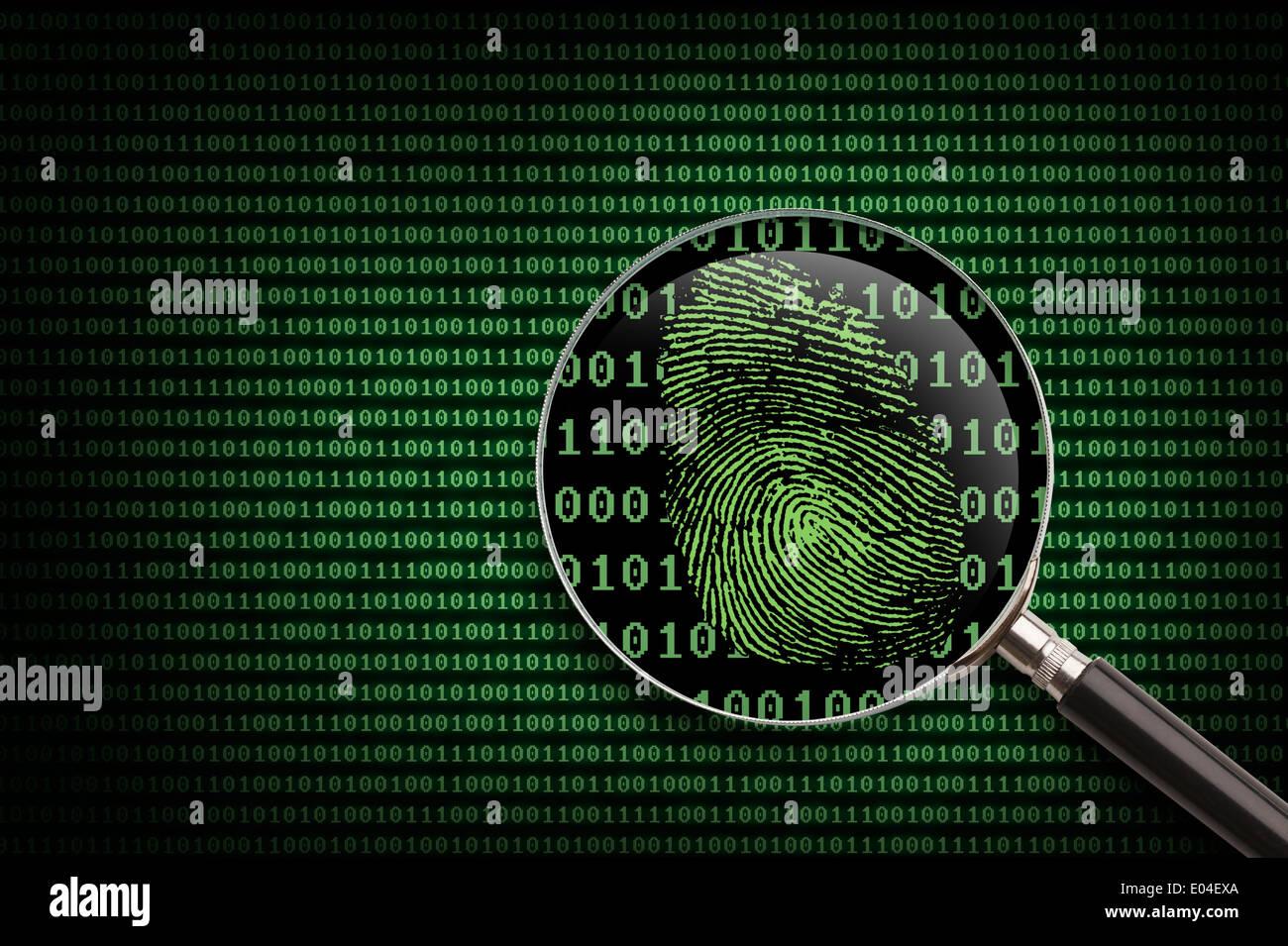 Lupa buscando el código de la actividad en línea. Imagen De Stock