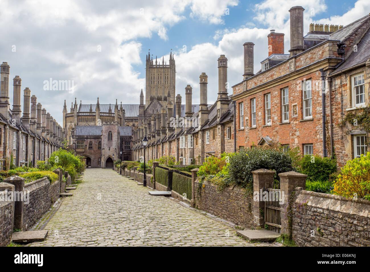 Los Vicarios histórico' Road y cerca de la catedral, Wells, Somerset Imagen De Stock