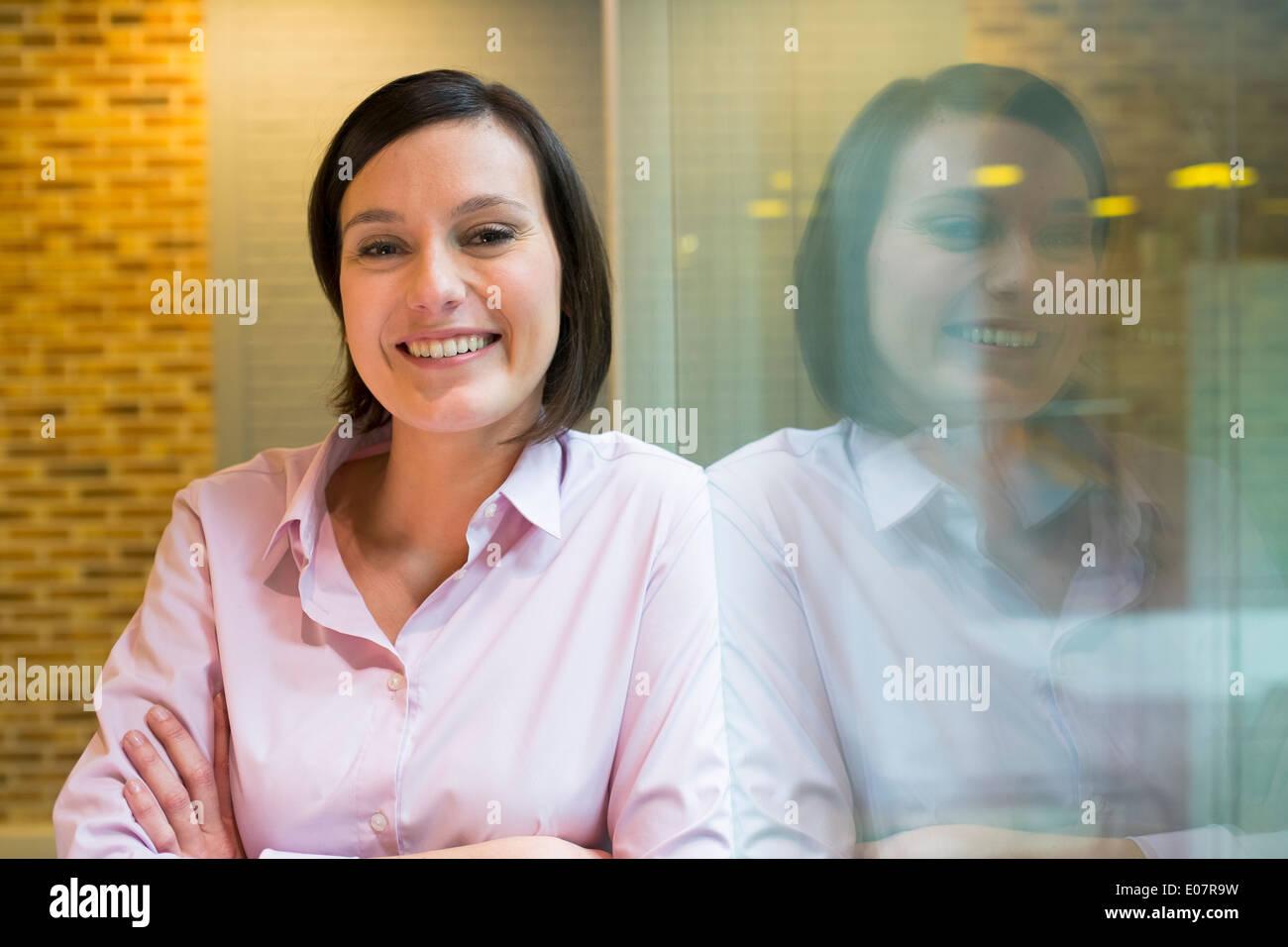 Inicio negocios femenina busca estudiante de cámara Imagen De Stock
