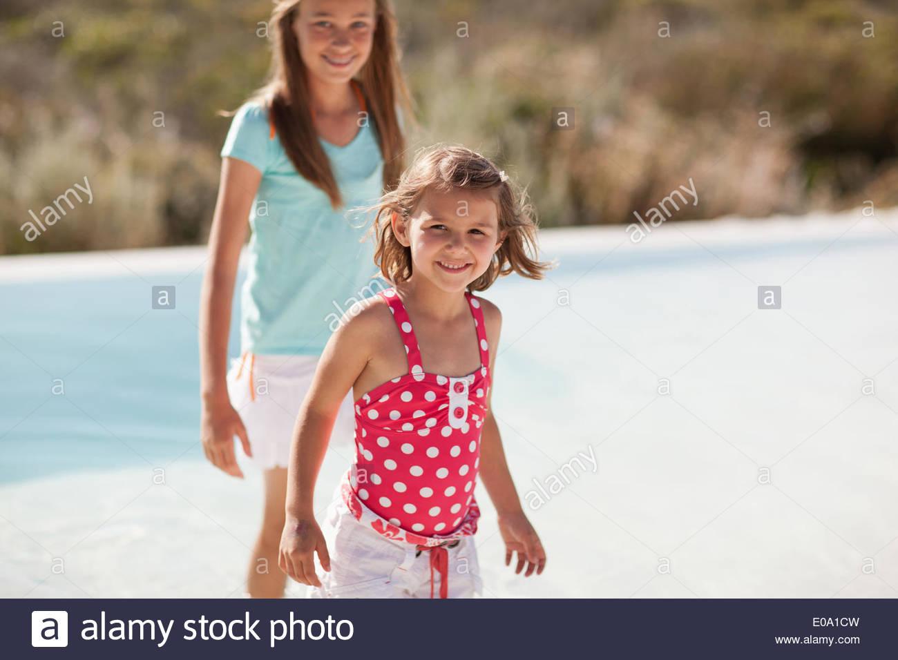 Sonrisa de hermanas Imagen De Stock