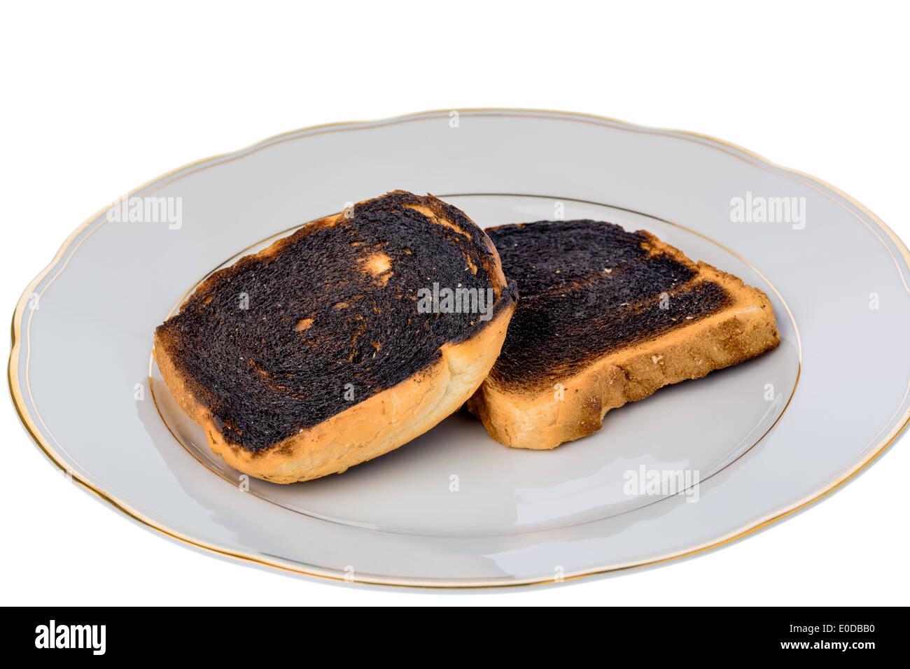 Tostar Pan se convirtió en burntly. Brindis Burntly discos con el desayuno, Toastbrot wurde beim toasten verbrannt. Foto de stock