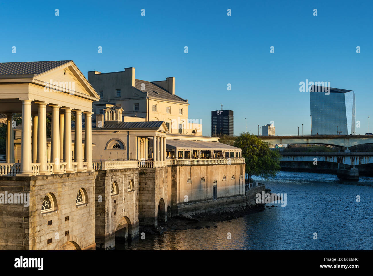 El Fairmount obras de agua potable y el río Schuylkill, Philadelphia, Pennsylvania, EE.UU. Imagen De Stock