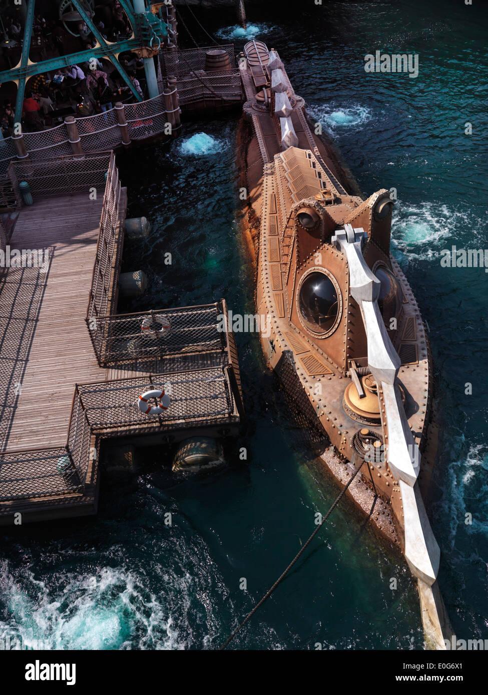 Steampunk submarino de fantasía en Tokio Disneysea theme park, La Isla Misteriosa. El Japón. Imagen De Stock