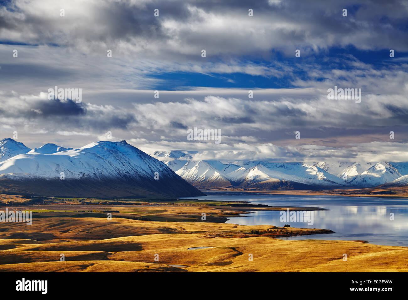 Sur de los Alpes y el Lago Tekapo, vista desde el Monte John, Mackenzie País, Nueva Zelandia Foto de stock