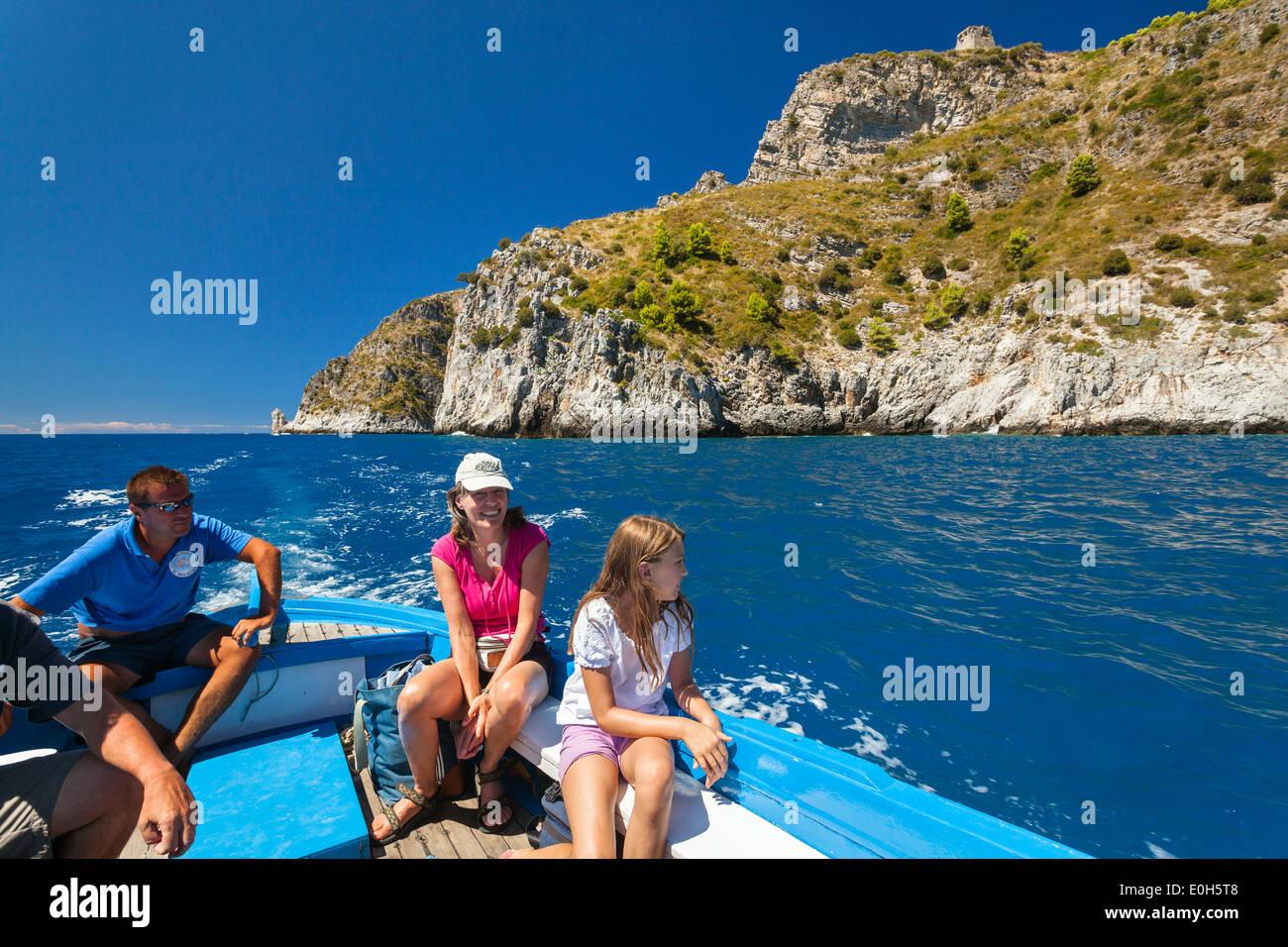 Viaje en barco en el Cabo Palinuro, Cilento, Campania, Sur de Italia, de Europa Imagen De Stock