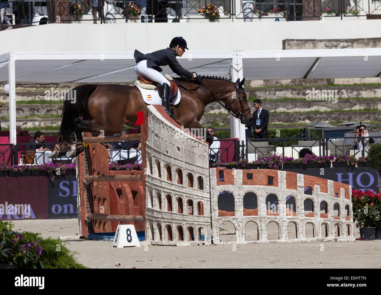 Prunella D'Ariel de España equitación en el Furusiyya FEI Nations Cup en Piazza di Spagna en Roma en 2013 Imagen De Stock