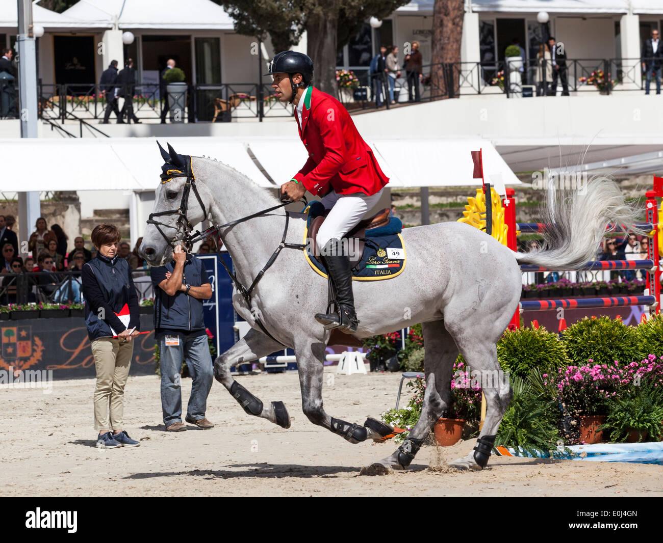 Roberto Turchetto para el Italiano equipo hípico de equitación en el Baretto Piazza di Siena en Roma 2013 Imagen De Stock