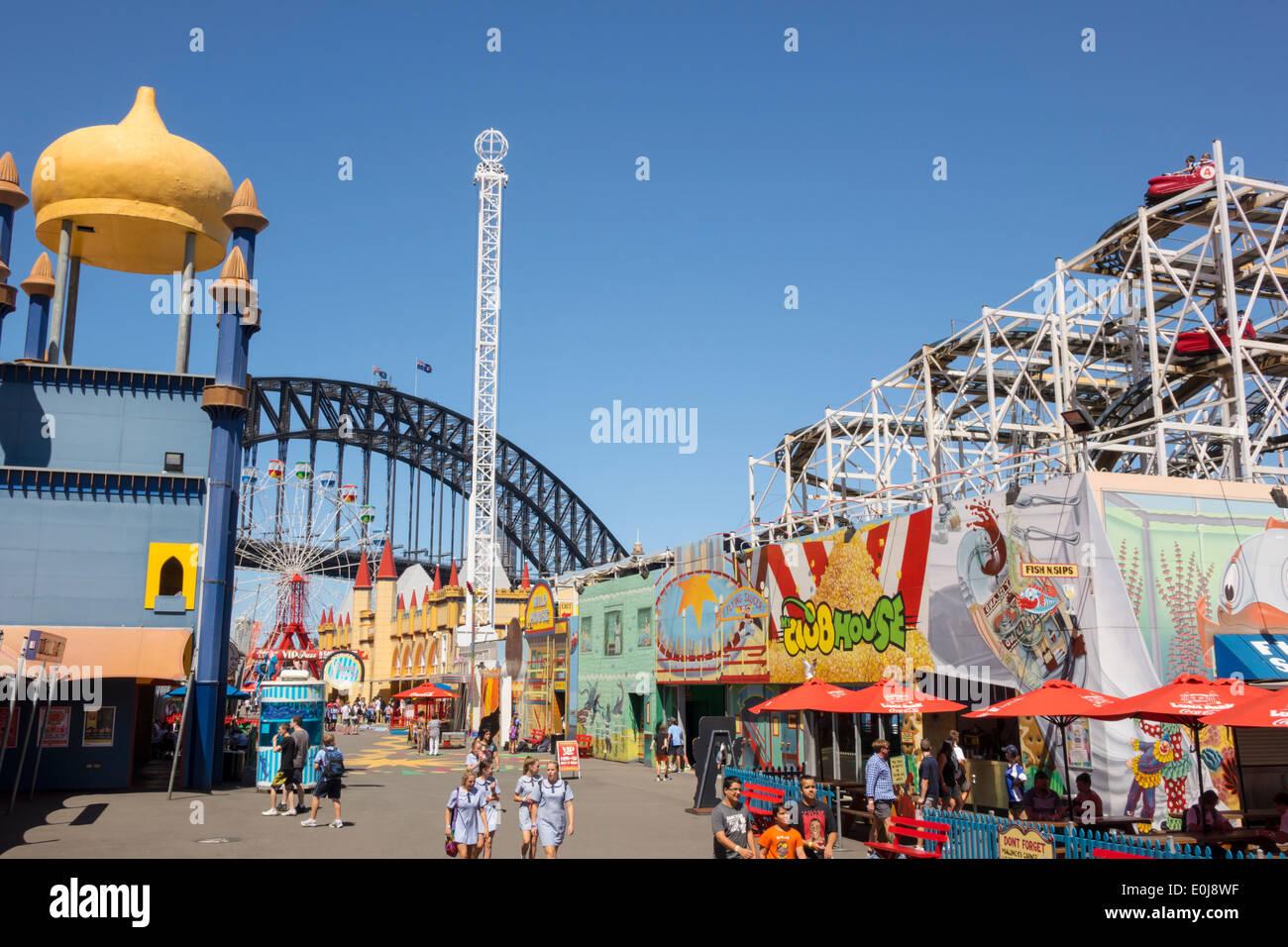 Sydney NSW Australia New South Wales Milsons Point Luna Park amusement thrill ride torre de caída el Puente Harbour harbour Imagen De Stock