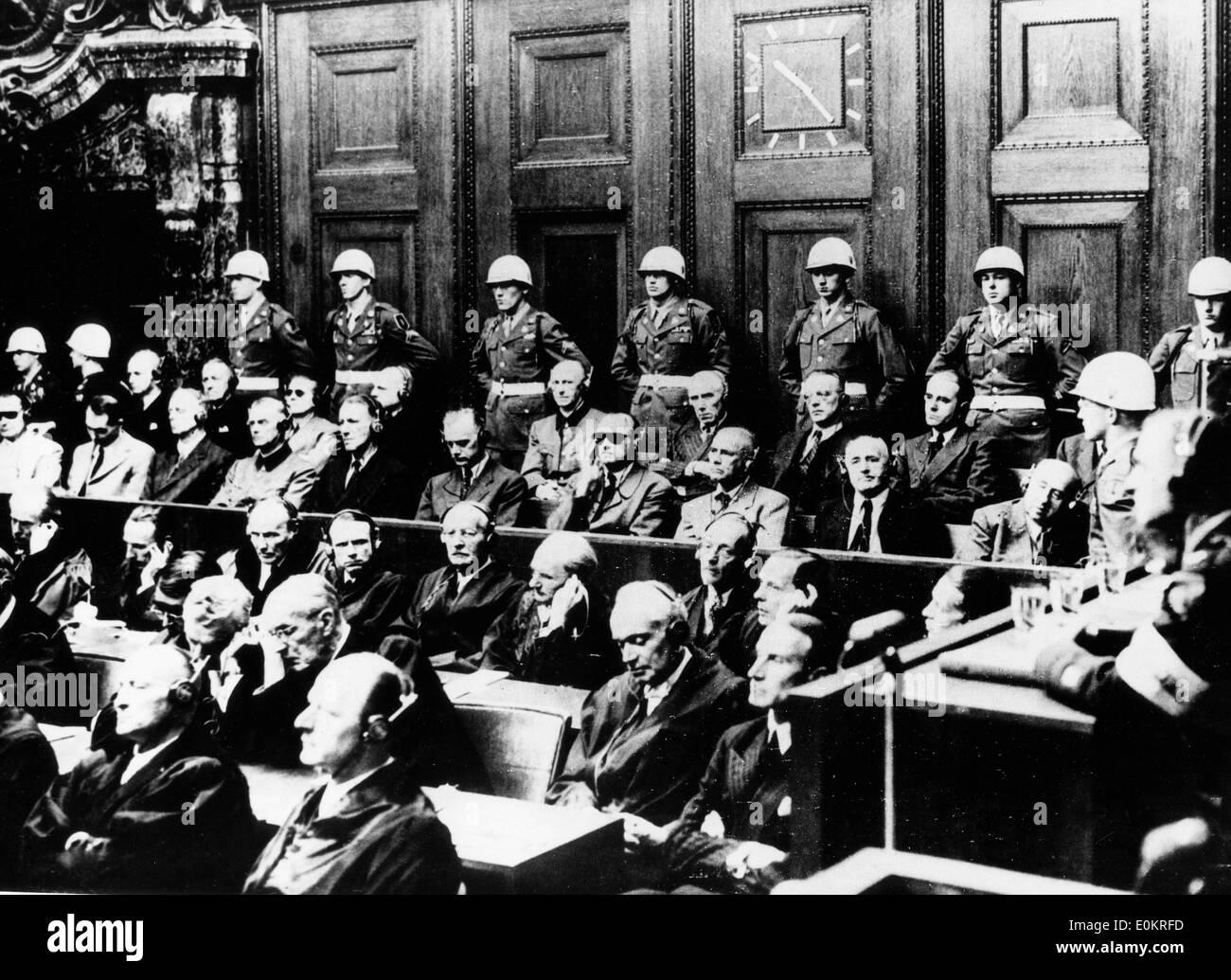 Algunos de los líderes nazis visto sentado en el banquillo de los acusados en el Juicio de Nuremberg durante la sesión final del juicio la mayor guerra de la historia Imagen De Stock