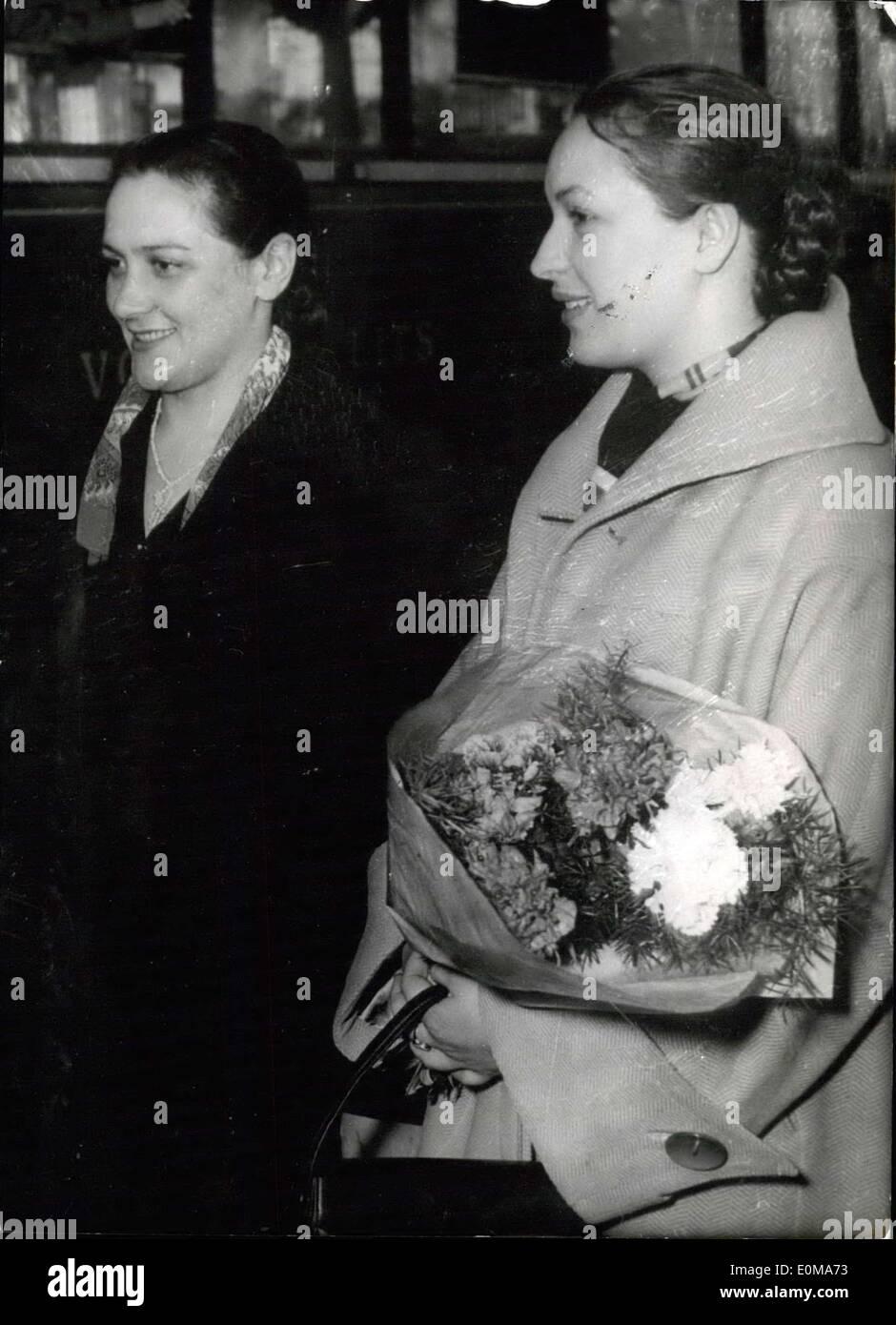 Marzo 25, 1954 - Federación de pantalla estrellas en Cannes Festival de Cine: E. Lutchko (izquierda) y L. Orlova arrying flores), los dos en Rusia Imagen De Stock