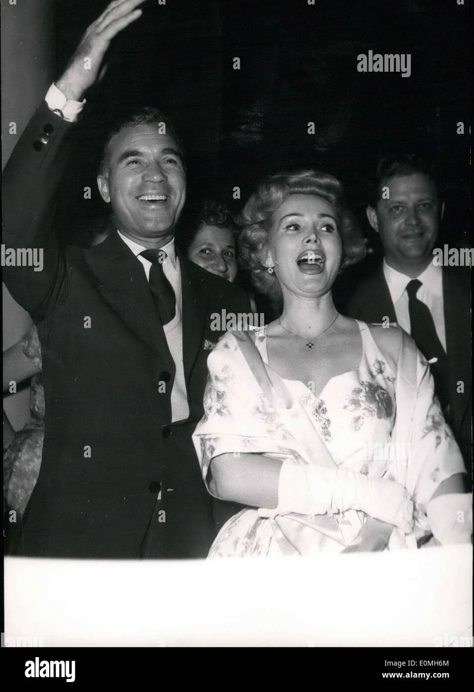 Mayo 09, 1955 - Festival de Cine de Cannes. Zsa Zsa Gabor y Porfirio Rubiroso llegan a la fiesta ofrecida por la delegación estadounidense a los Embajadores'. El Festival de Cannes. Imagen De Stock