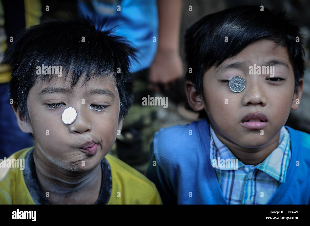 Paranaque Filipinas 18 De Mayo De 2014 Los Ninos Deforma Sus