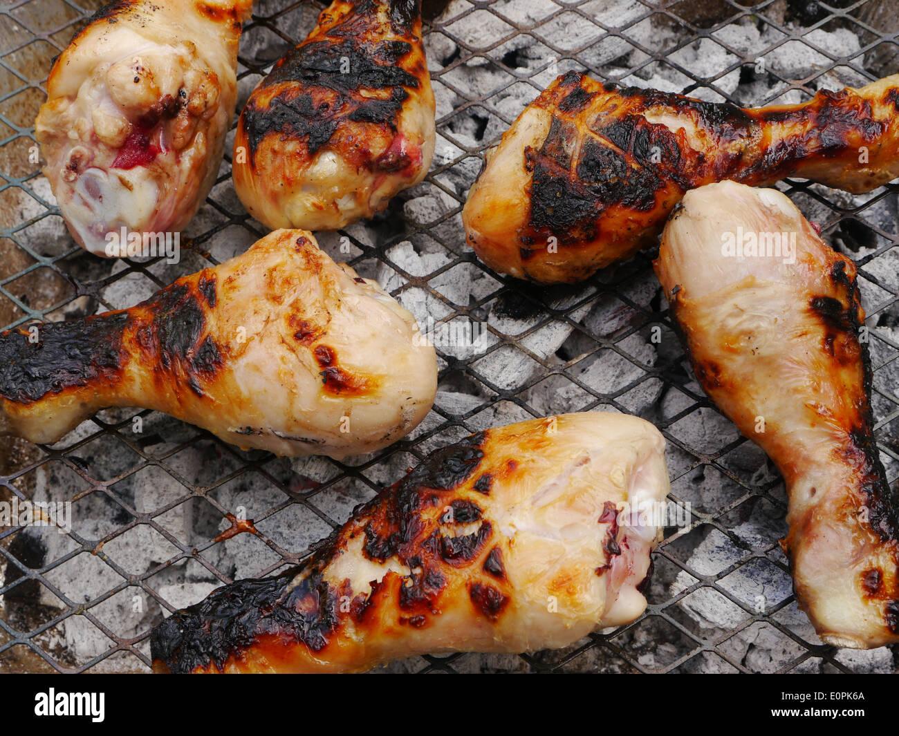 Imagen De Alimentos   Las Patas De Pollo / Baquetas Cocinar En Una Barbacoa