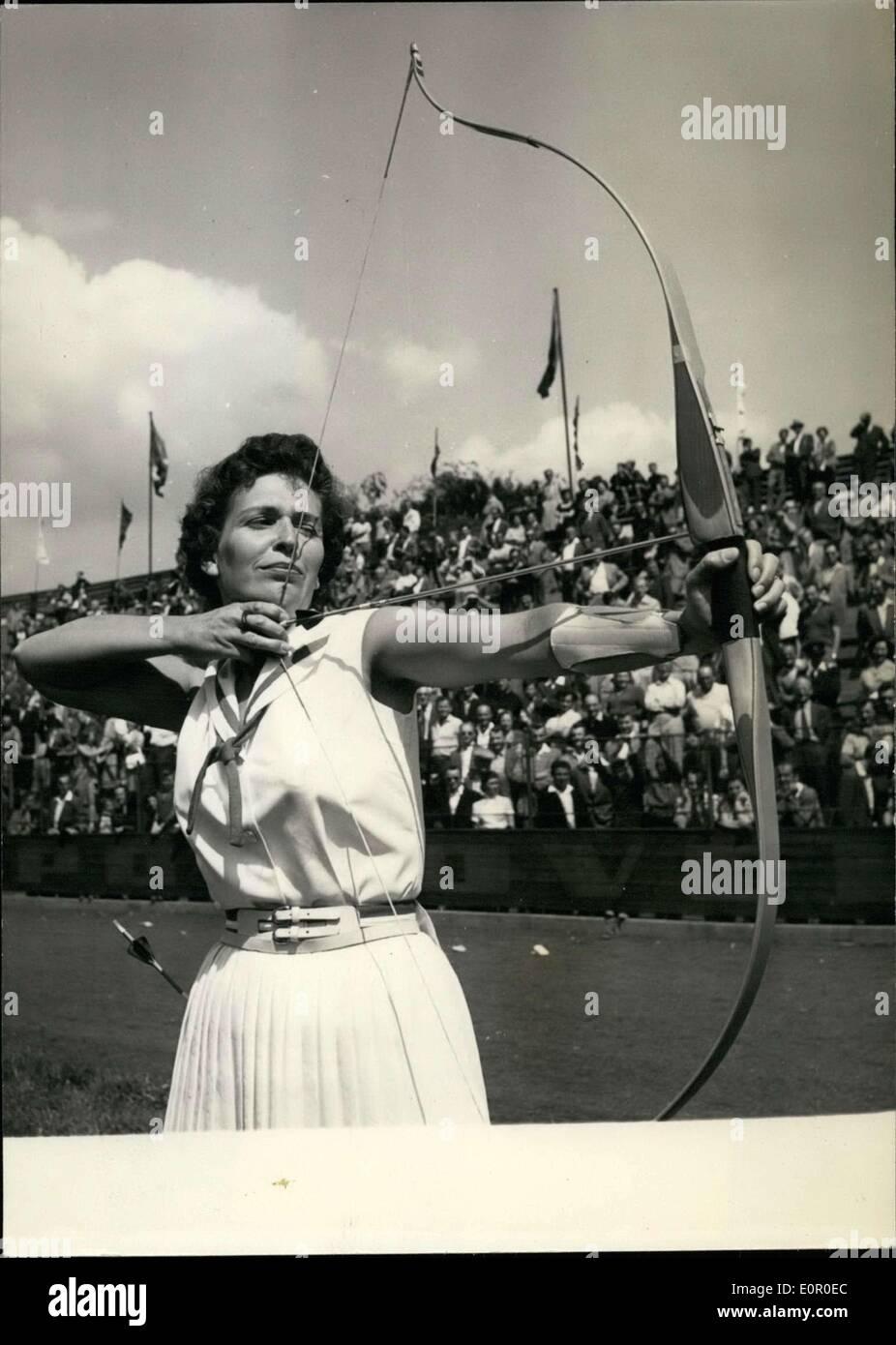 Jul 24, 1957 - American hombres y mujeres toman cuatro primeros lugares en el campeonato mundial de tiro con arco en Praque: El equipo masculino de americana Imagen De Stock