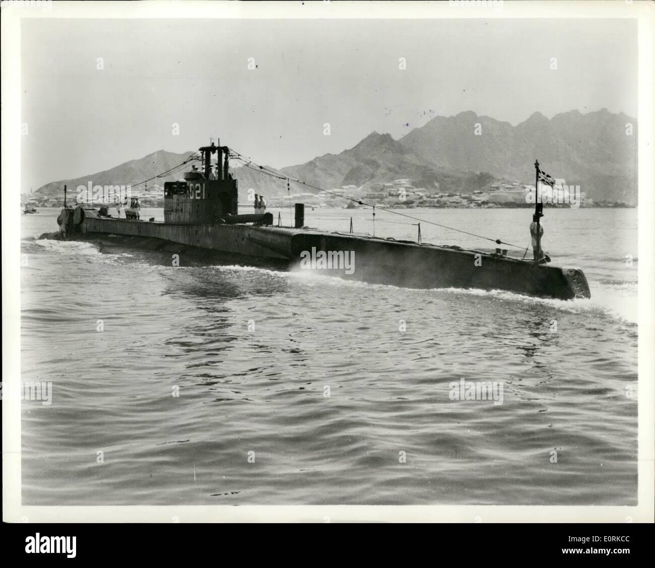 Diciembre 12, 1959 - 10 años de viajero H.M.S. Telémaco llega a Aden bajo el mando del Teniente Comandante J.M. Cochrane, R.N. el submarino británico estaba en su camino a casa después de 10 años al servicio de la Real Marina Australiana. Ella ha visitado la mayoría de los principales puertos en el Pacífico y el Lejano Oriente, desde la salida de Gran Bretaña, y desde su finalización en 1943 ha cocinado 276,742 millas. Imagen De Stock