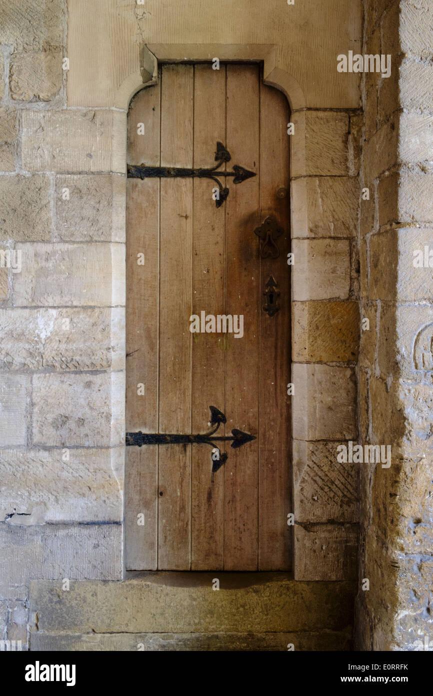 Puerta de madera medievales Imagen De Stock