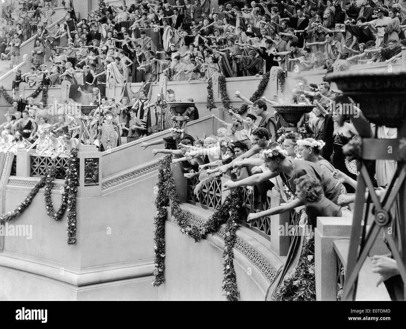 """Los espectadores en la Arena, en el plató de la película, """"El signo de la Cruz"""", 1932 Foto de stock"""
