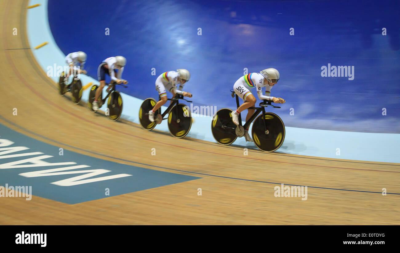 El equipo femenino de Gran Bretaña Búsqueda squad estableciendo un nuevo récord del mundo en el Velódromo Imagen De Stock