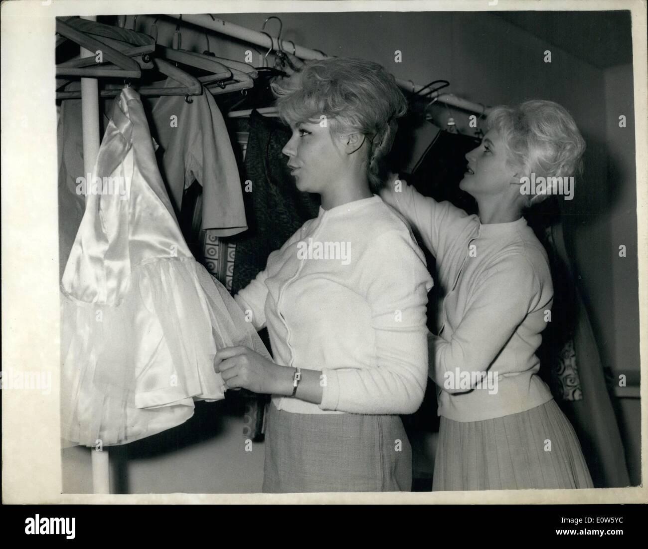 Jul 07, 1961 - Federación de modelos aquí para exposiciones.: Siete Ruso voló a Londres ayer a comparecer en la Foto de stock