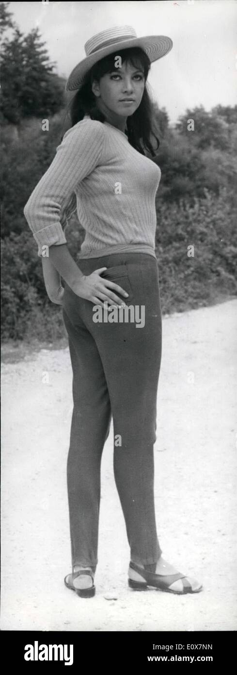 Septiembre 09, 1965 - La actriz francesa Corinne Fontaine, de 22 años, llegó a Roma para comenzar su carrera en el cine romano. Ella Imagen De Stock