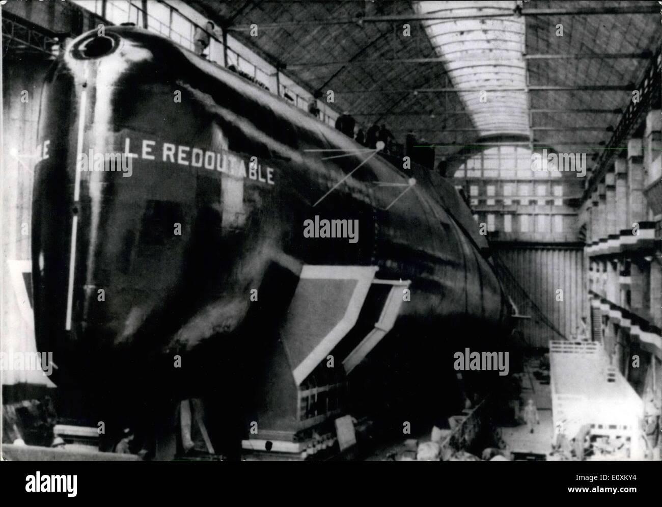 """Marzo 20, 1967 - Francia El primer submarino atómico, ''Le Redoutable"""", será lanzado el 29 de marzo en presencia del General de Gaulle. Será el primer viaje oficial del presidente francés para el año 1967. Imagen De Stock"""