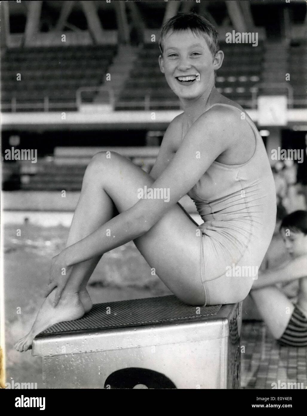 Agosto 02, 1968 - Olympic certeza entrenamiento.: 17 años de edad chica de Chelsea, Sally Davison, la única Imagen De Stock