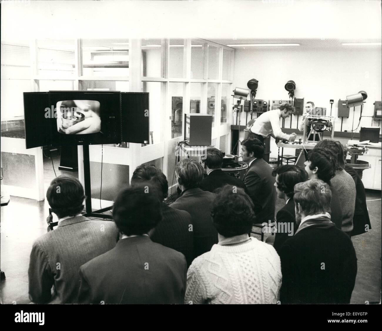 Mayo 05, 1970 - Nueva escuela de navegación en Tower Hill: De notable interés entre los edificios de la nueva Politécnica Foto de stock
