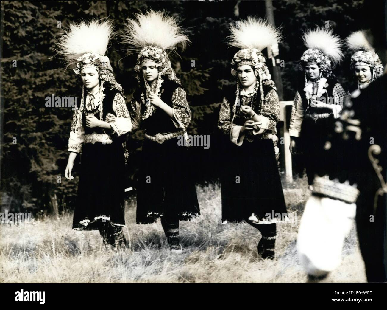 Agosto 08, 1971 - Festival de Folklore. La foto muestra a las niñas en hermosos trajes nacionales. Imagen De Stock