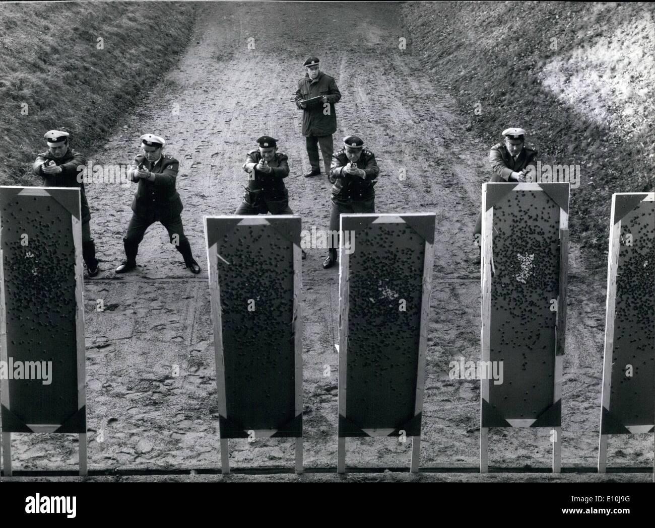 Diciembre 12, 1972 - Sharpshooter-Training para luchar contra el terrorismo y la fuerza: la matanza de Munich durante Foto de stock