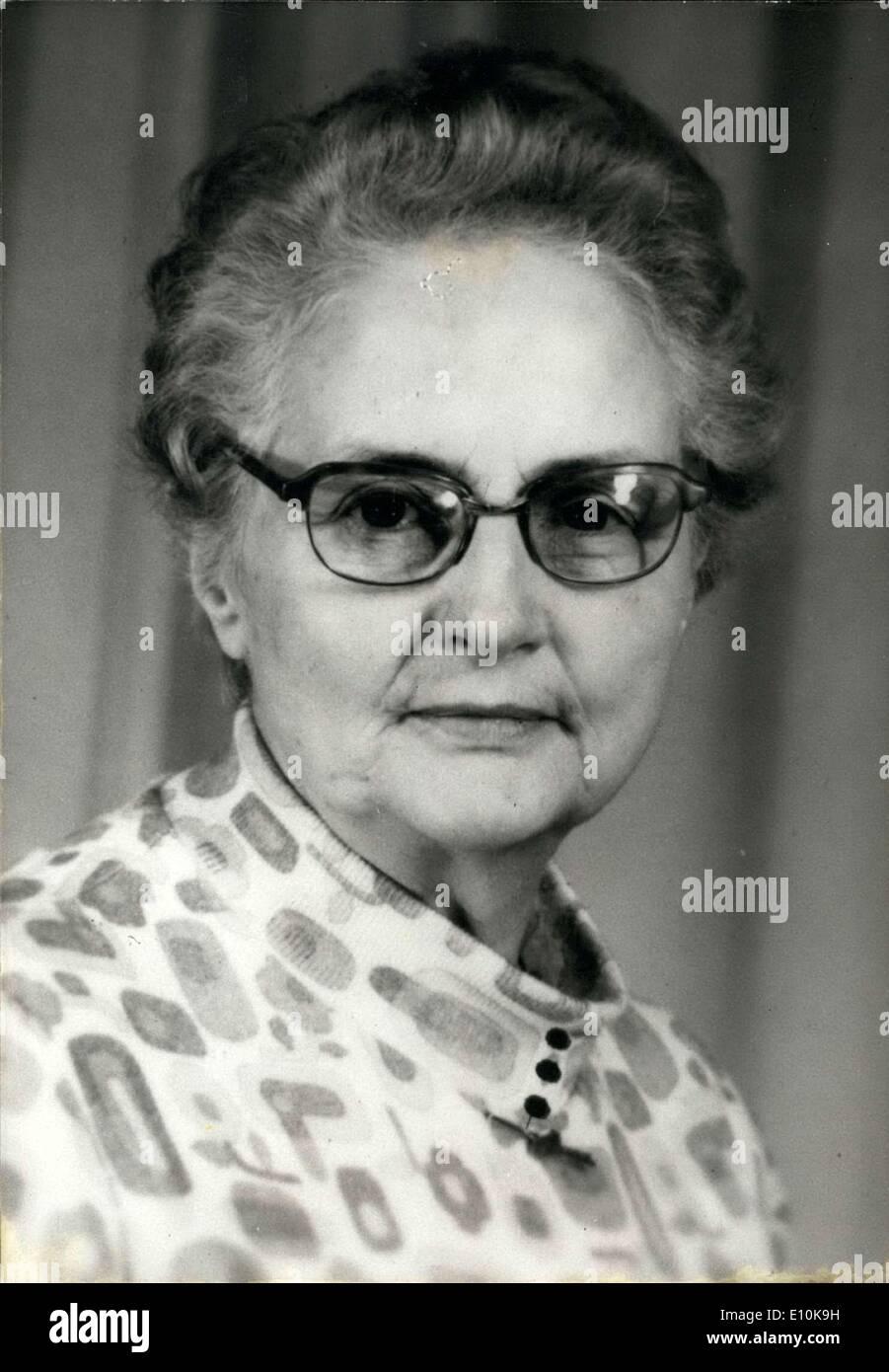 Abril 02, 1973 - Por primera vez en la historia, una mujer, la Sra. Lucienne Havart, presidirá Francia de ahorro y fondo de contingencia. Imagen De Stock