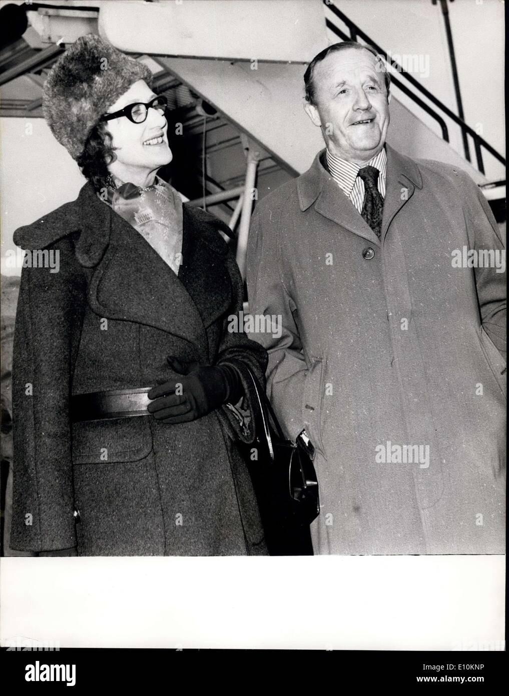 Mayo 06, 1973 - Guerra Fría hablar Fail Lady Tweedsmuir, Gran Bretaña;jefe negociador de nuevo en Londres ayer de Irlanda tras las conversaciones para poner fin a la disputa de la pesca se había roto. Con ella es el Sr. Stodart, Ministro de Estado para la Agricultura. Imagen De Stock