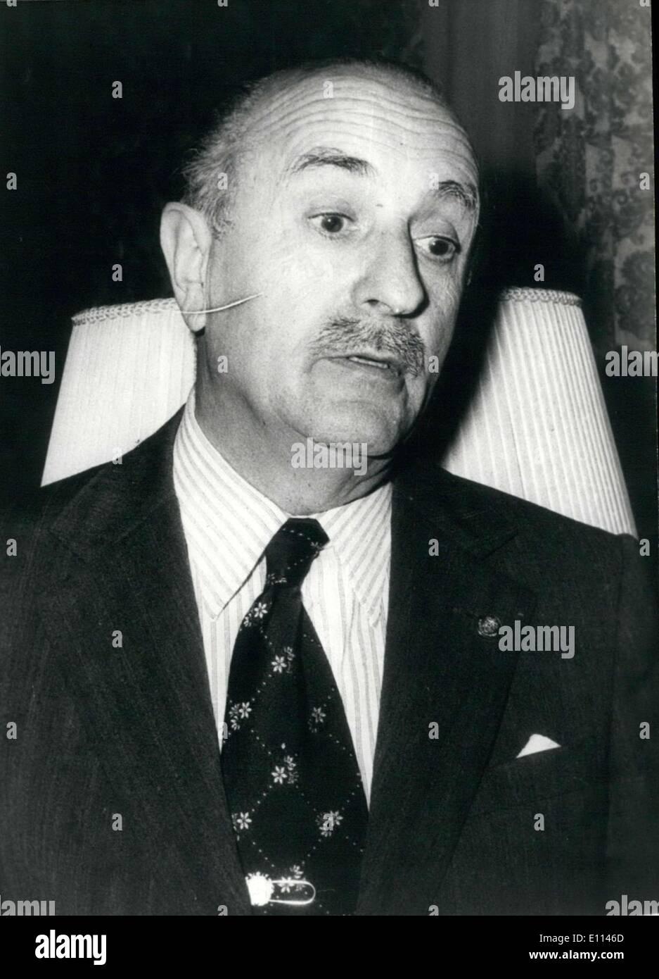 El 29 de octubre, 1975 - Aquí está un retrato de España con el Presidente de la Regencia, Alejandro Rodr?guez de Valc?rcel, quien está esperando hasta que el Príncipe Juan Carlos se realiza correctamente. Imagen De Stock