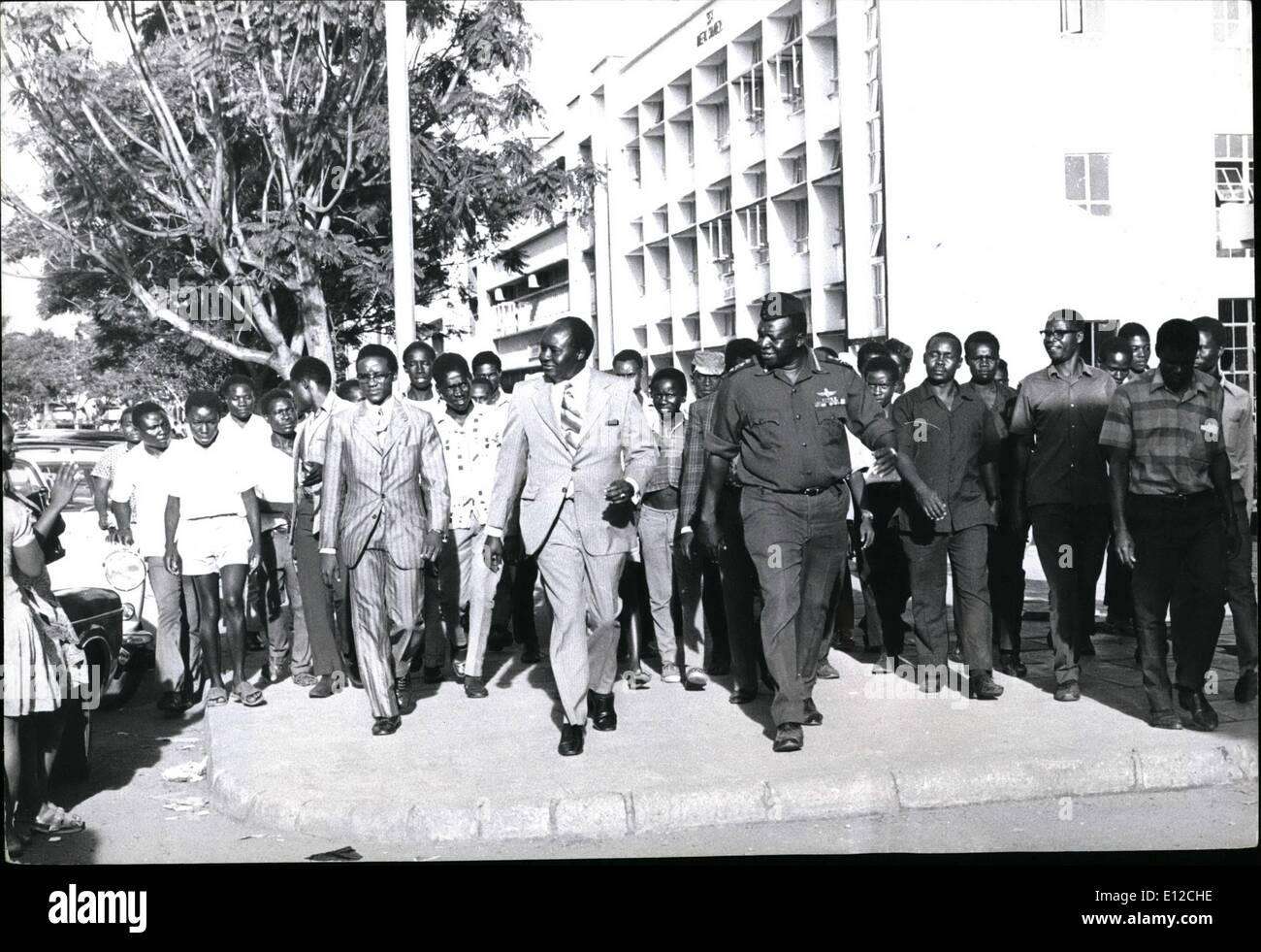 """Diciembre 12, 2011 - De vuelta en Kampala, el presidente Amin se unió con miembros del Comité de Asignaciones de negocios asiáticos"""" en un tour de Imagen De Stock"""