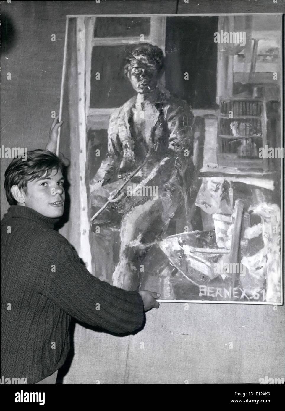 Febrero 26, 2012 - Quince Años Pintor Expone en París. A la izquierda la galería de arte del banco ahora está mostrando la pintura realizada por un pintor de 15 años Olivier Bernex. OPS: el joven artista fotografiado antes de una de sus pinturas. Imagen De Stock