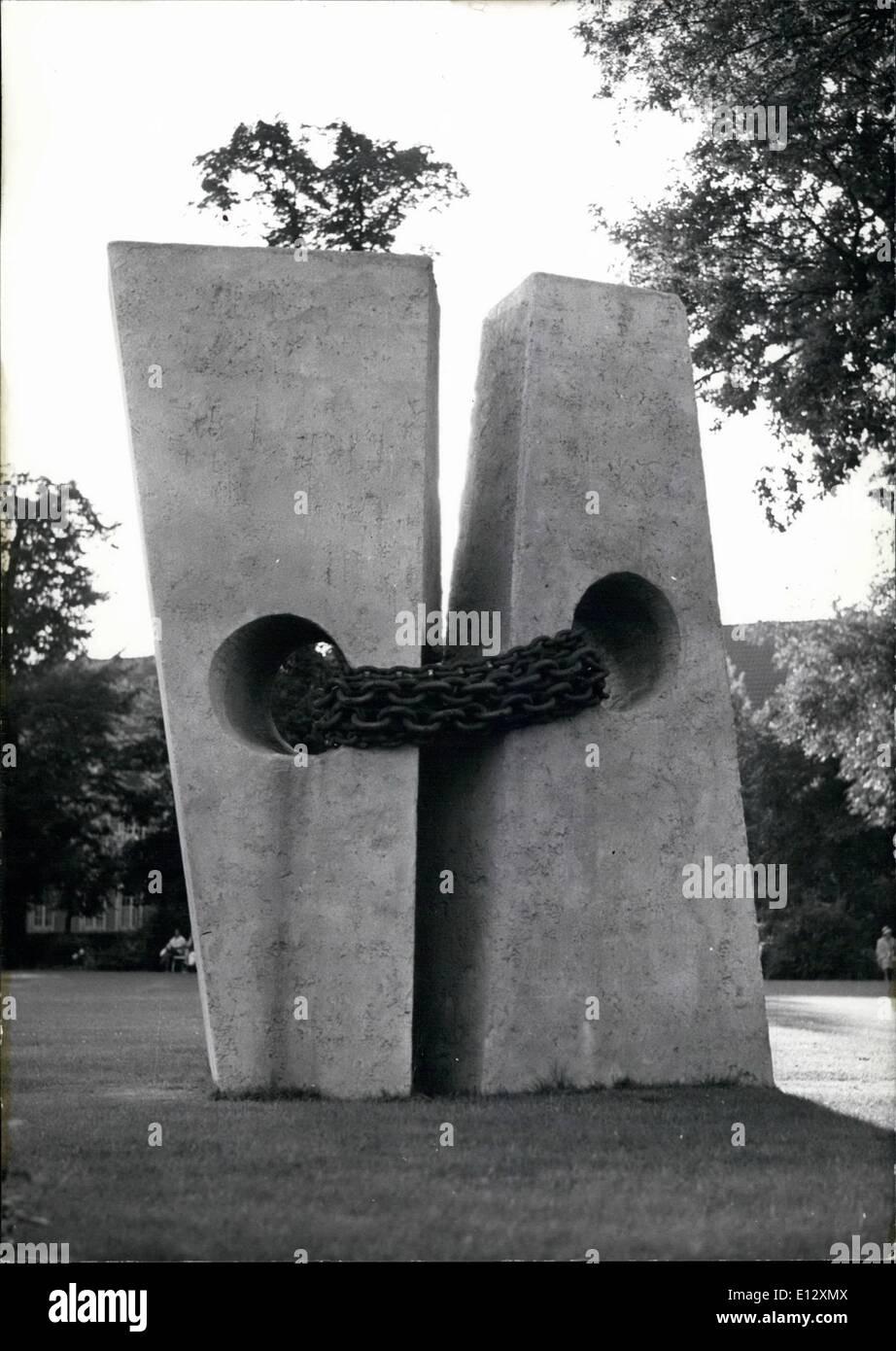 Febrero 26, 2012 - Monumento exigiendo la unidad alemana. Este monumento de pie en Münster (Westfalia, Alemania Septentrional) exige la unidad de Alemania. La escultura muestra dos rocas de hormigón unidos por cadenas de hierro, simbolizando la parted en Alemania. Se hizo bajo la cooperación de la Escuela de Arte de Munster. Munich Keystone, 14-8-61 Foto de stock