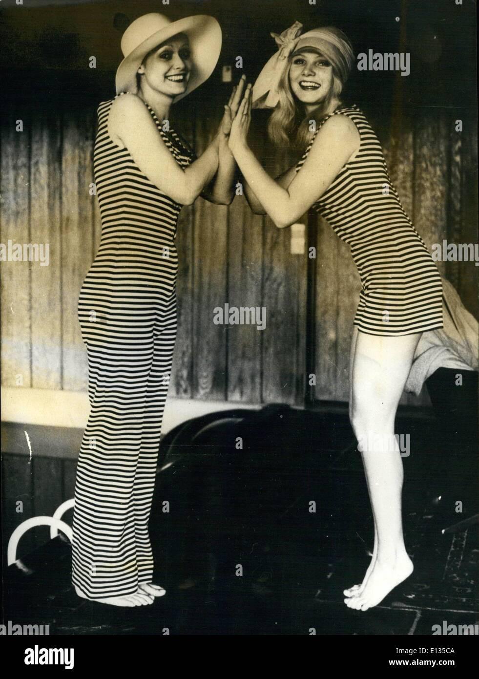 Febrero 26, 2012 - Stripey trajes de baño. Una vez más las modas de 1910 vienen a la delantera. Esta vez se trata de trajes de baño. Se muestra en Dinamarca, Imagen De Stock