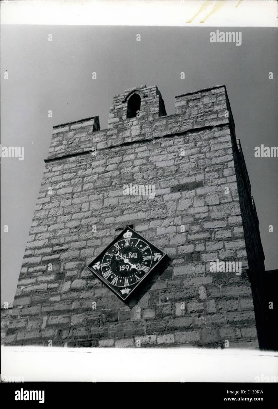 Febrero 29, 2012 - histórico reloj de la torre sur de casta Rushen, Castletown, I.O.M. con el reloj que fue presentado por la Reina Isabel en 1597, cuando ocupó la isla durante un período de conflicto en cuanto a la sucesión legítima del rival Derby reclamantes. El reloj que sólo tiene tres ruedas, todavía mantiene un excelente tiempo. Imagen De Stock