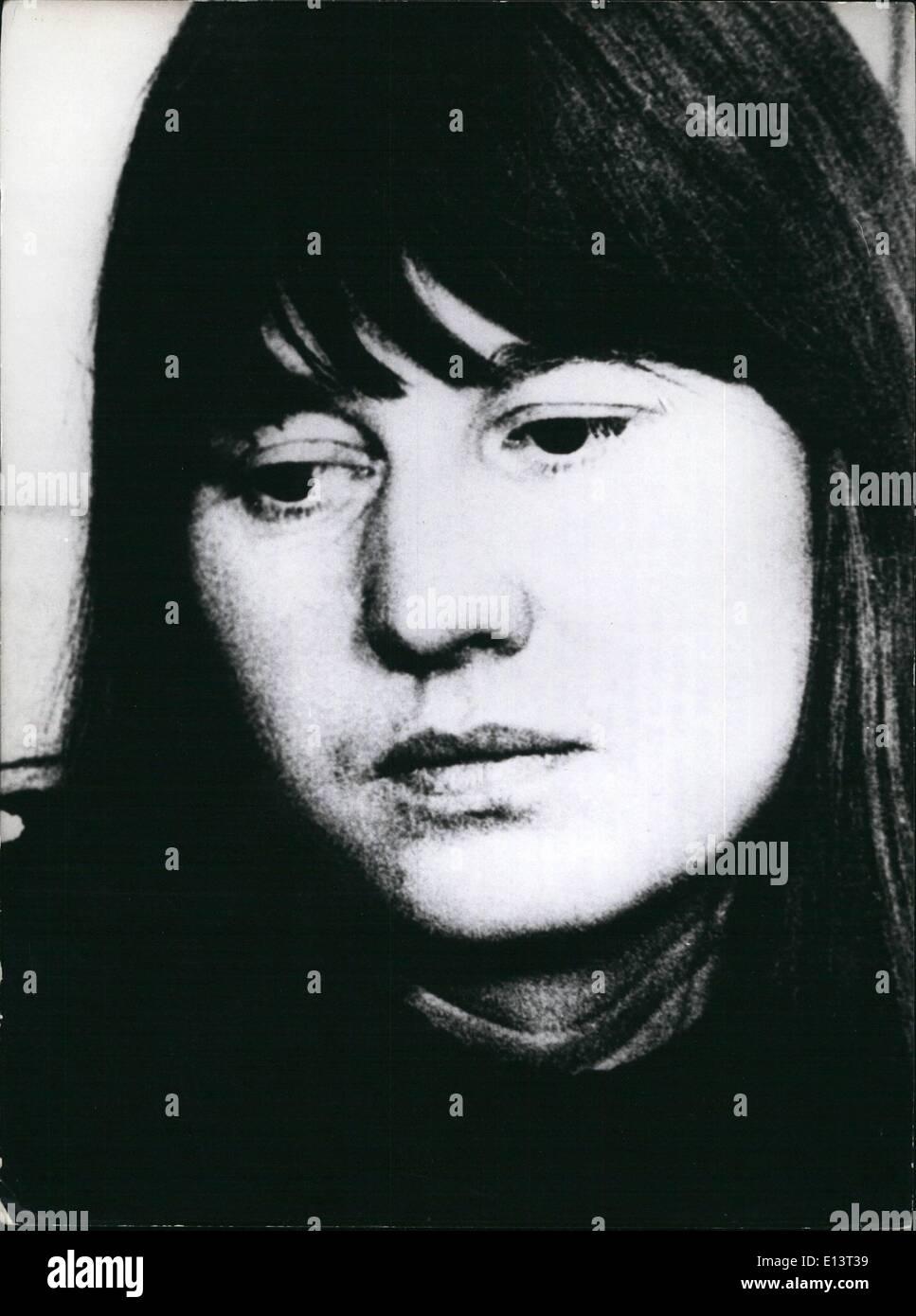 Marzo 27, 2012 - Ulrike Meinhof se suicidó en prisión: casi un año después del comienzo del juicio contra miembros destacados de la ''Beader anarquista/Meinhof grupo'', otro miembro del grupo, ha muerto bajo custodia. Ulrike Meinhof (41-picture) fue encontrado muerto el 9 de mayo, en su celda de la prisión Stammheim Stuttgart, después de que se había ahorcado con una toalla. El 9 de noviembre de 1974, Holger Meins, uno de los líderes del grupo, habían muerto mientras estaban en huelga de hambre. Ulrike Meinhof nació el 7 de octubre de 1934 en Oldenburg (norte de Alemania) Imagen De Stock