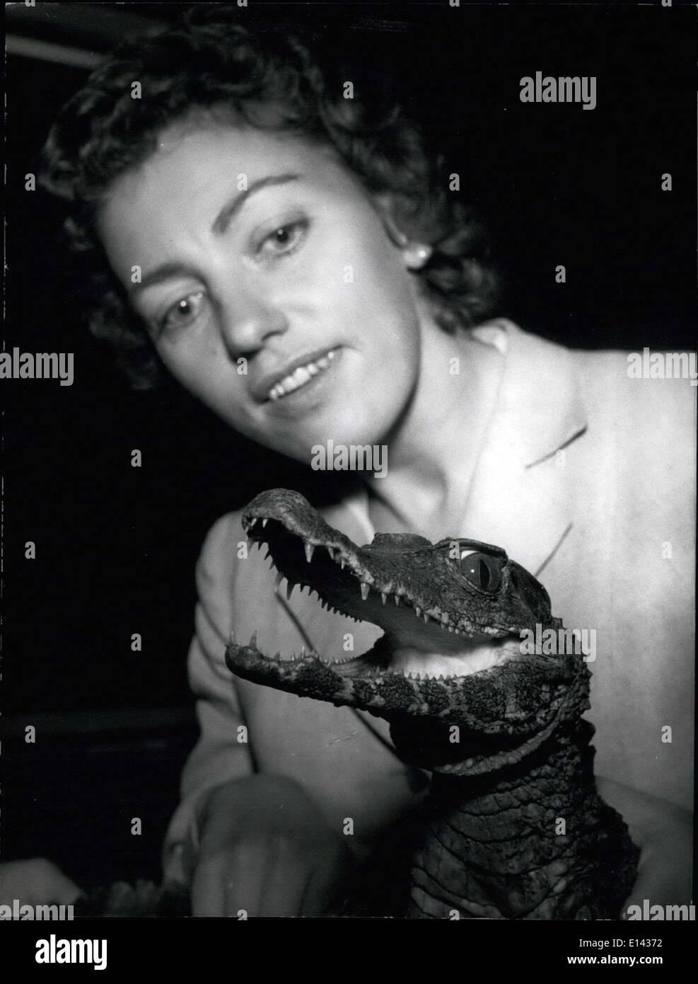 Marzo 31, 2012 - Nuevos animales para el acuario de Berlín y Dusseldorf. Un raro freight ayer en mayo 28,1958.Por Foto de stock
