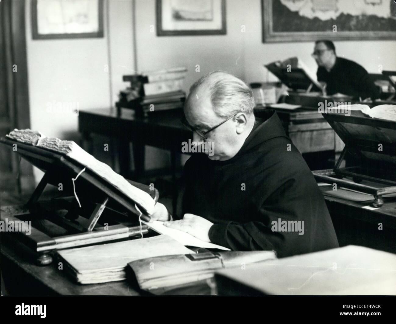 Abril 18, 2012 - sala de lectura del Archivo Secreto Vaticano. Imagen De Stock