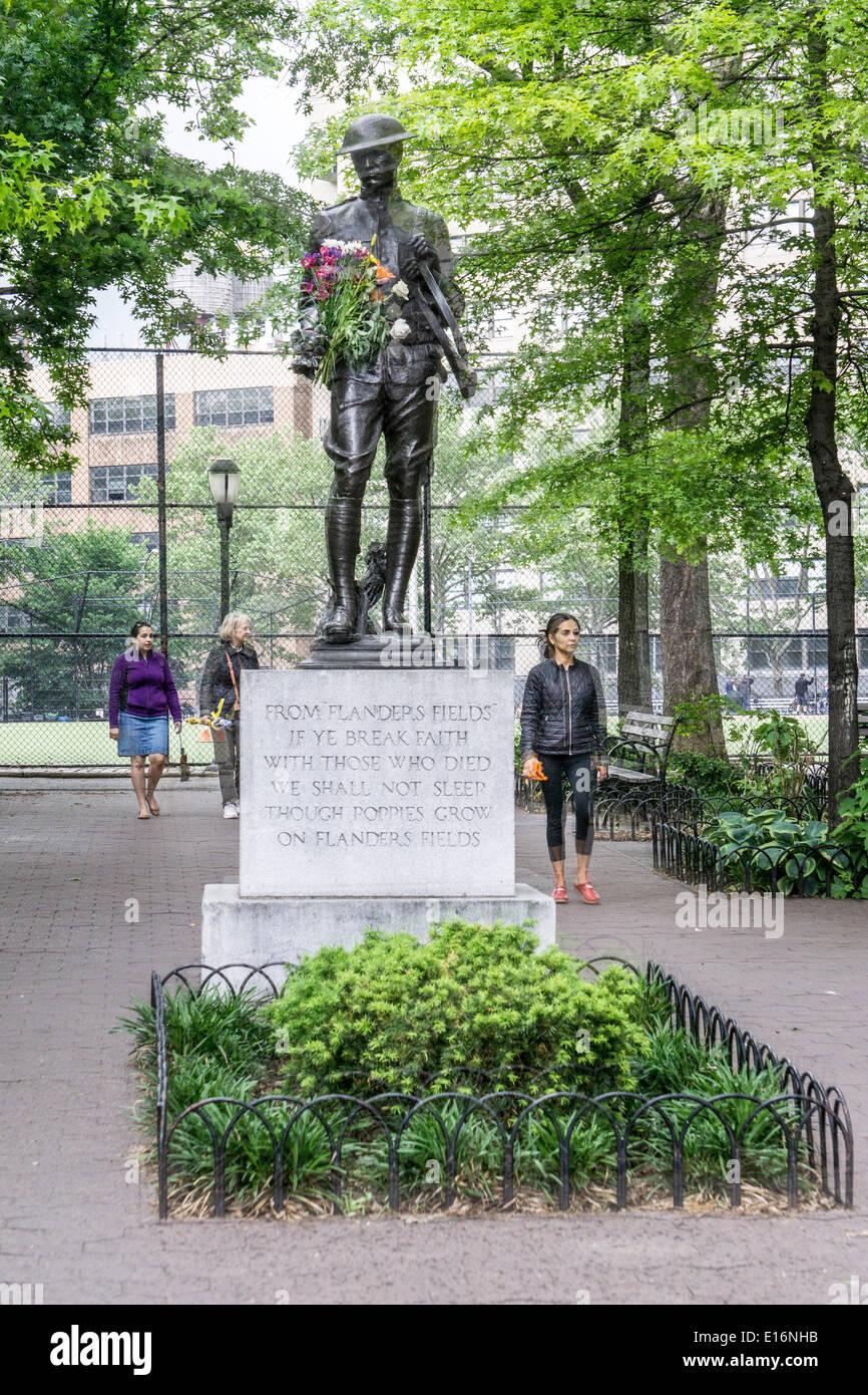 Dewitt Clinton Park, Nueva York, 24 de mayo de 2014, EE.UU.: WW I ...