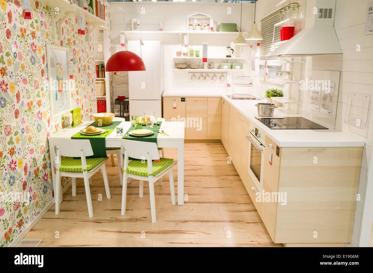 Un espectáculo de cocina en la tienda de muebles IKEA ...