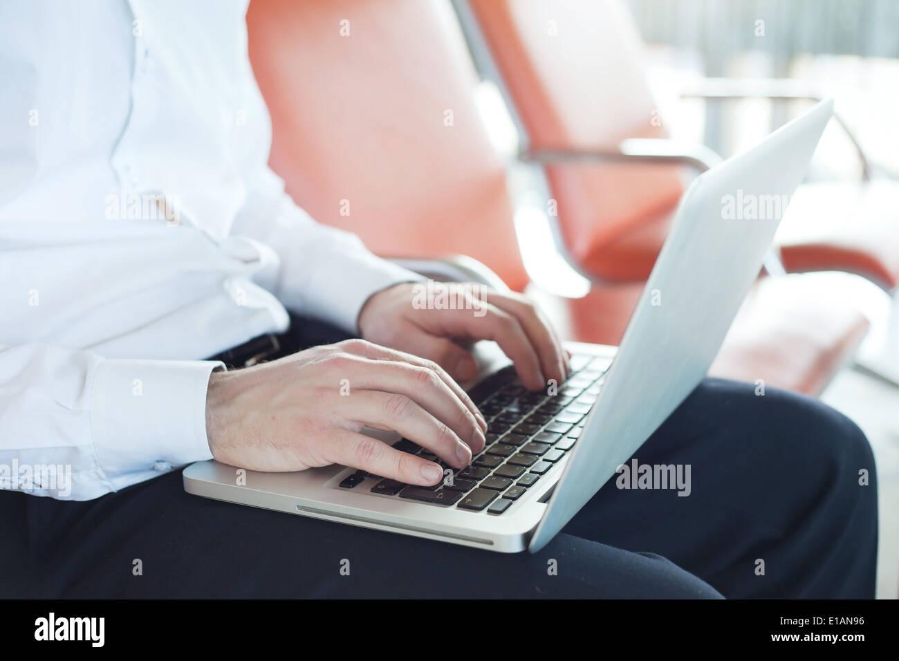 Internet en el aeropuerto Imagen De Stock