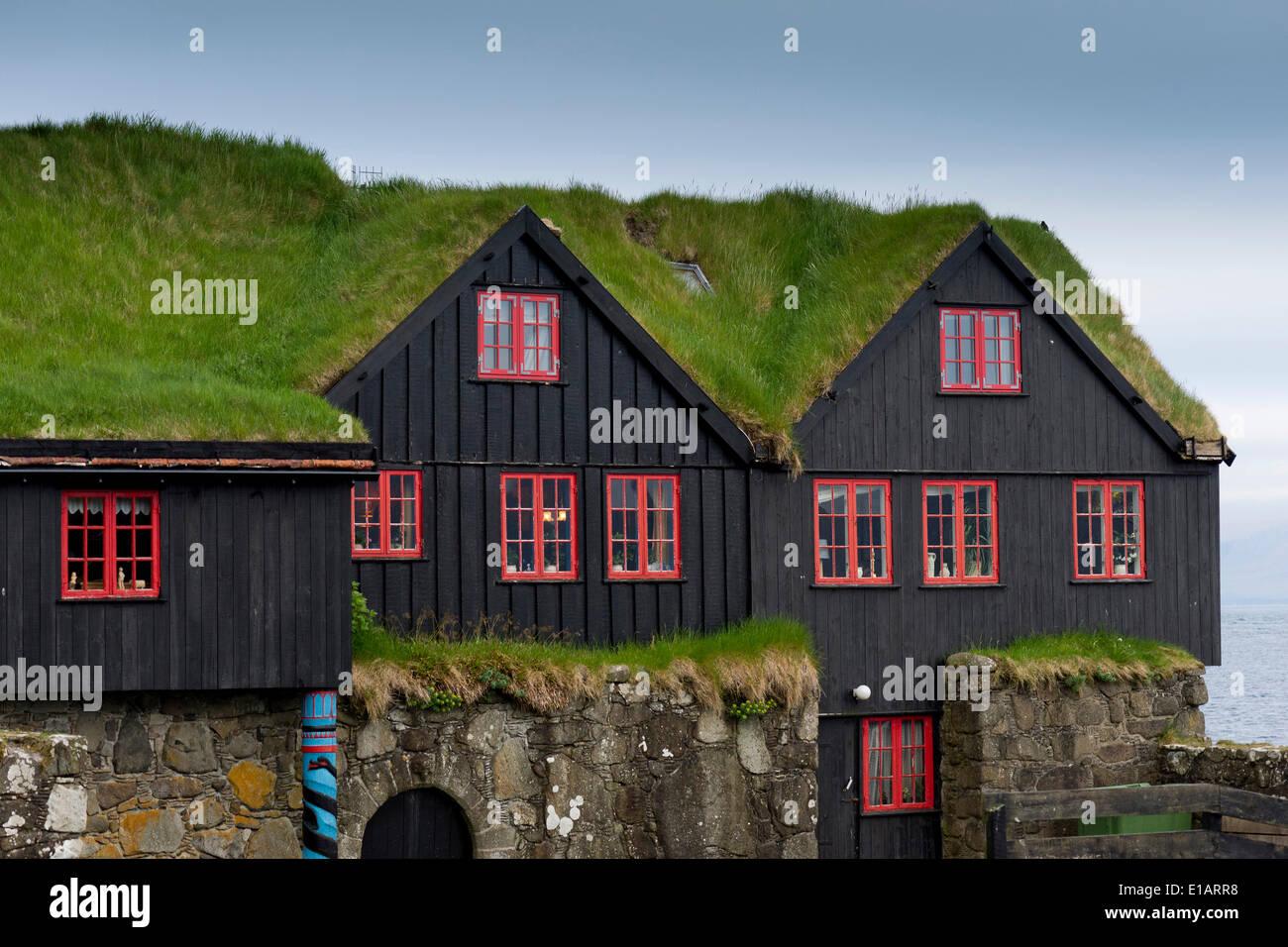 Las casas con un techo de hierba, sod casas, Kirkjubøur, Streymoy, Islas Feroe, Dinamarca Foto de stock